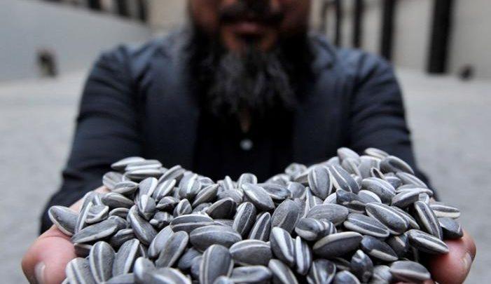 "QM welcomes Ai Weiwei's Laundromat <br/> الفنان العالمي ""آي ويوي"" ينقل هموم اللاجئين للعالم"