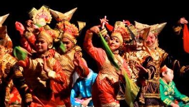 Indonesian cultural team entertains audiences at DEC