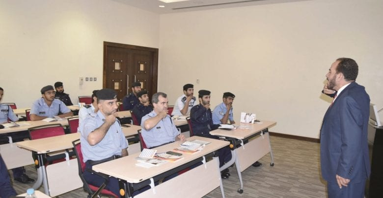 Training course on sign language for Traffic Department staff