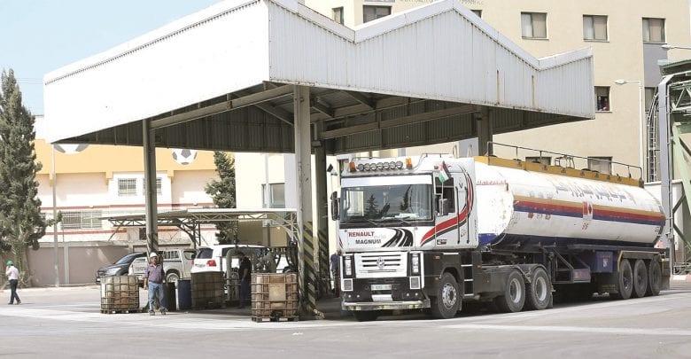 Qatari-bought fuel enters Gaza to ease humanitarian crisis