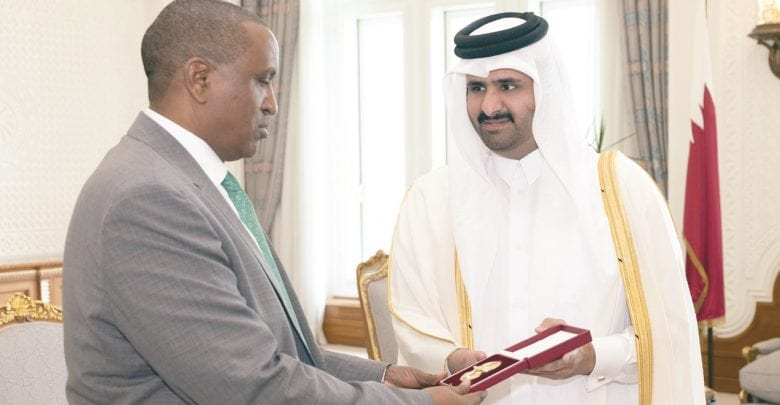 Deputy Amir grants outgoing Kenyan envoy Decoration of Al Wajbah