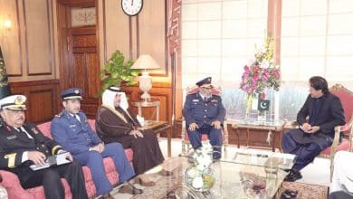 Pakistani PM meets Chief of Staff of Qatar